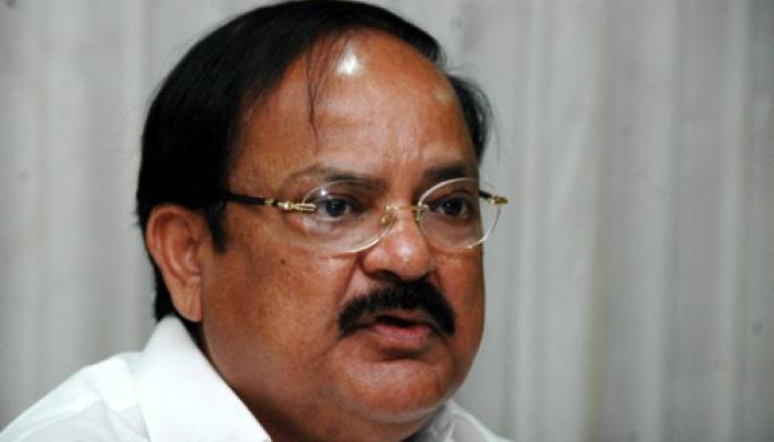इशरत मामले में मोदी को फंसाना चाहती थी कांग्रेस : वेंकैया