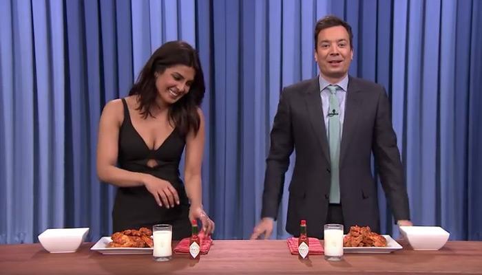 चिकन खाने में प्रियंका ने जिम्मी फेलन को पछाड़ा, देखें मजेदार VIDEO