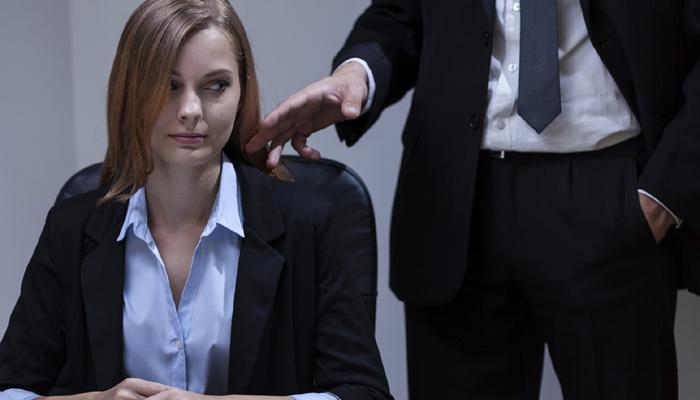 भेदभाव और रात में काम की वजह से जॉब छोड़ना चाहती हैं महिलाएं: सर्वे