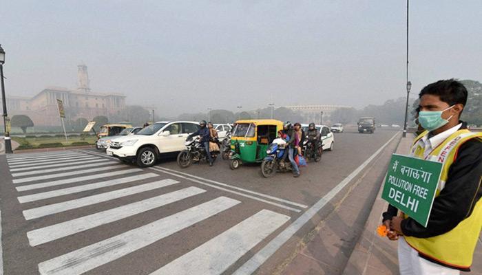 दिल्ली में सम-विषम का दूसरा चरण शुरू, सड़कों पर कारों की संख्या कम