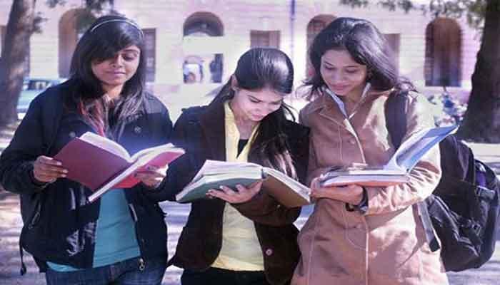 CBSE ने स्कूलों से कहा- अभिभावकों पर न डालें अतिरिक्त किताबें खरीदने का दबाव