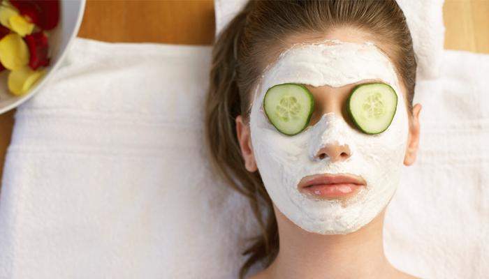चेहरे की झुर्रियां दूर करने के लिए आजमाएं ये घरेलू उपाय