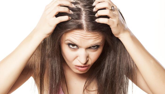 गर्मी में बालों को झड़ने से ऐसे बचाएं