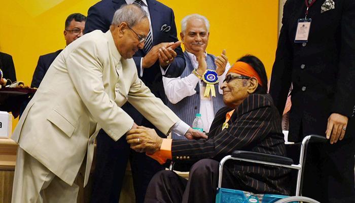 मनोज कुमार 'दादा साहेब फाल्के' पुरस्कार से सम्मानित