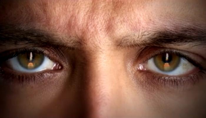 'काबिल' का 'रहस्यमय' टीजर, ऋतिक की दोनों आंखों में हरे रंग की रोशनी!