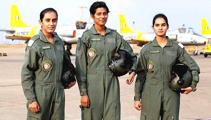 महिला लड़ाकू पायलटों को स्थायी कमीशन देने पर जल्द फैसला करेंगे:रक्षा मंत्री