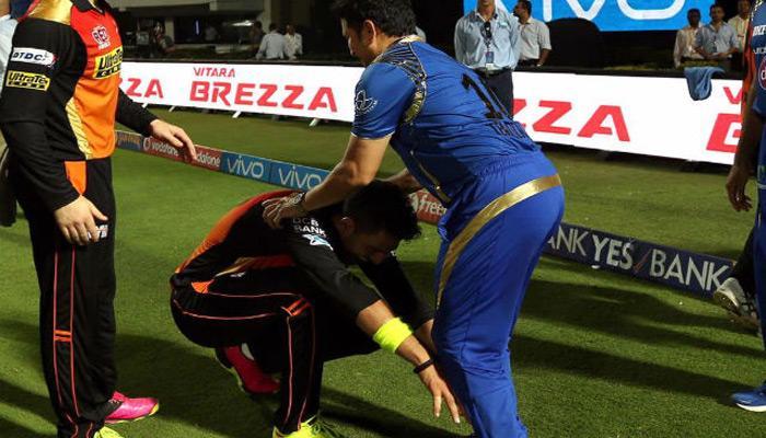 युवराज सिंह ने छुए 'क्रिकेट के भगवान' सचिन तेंदुलकर के पैर, वायरल हुई तस्वीर