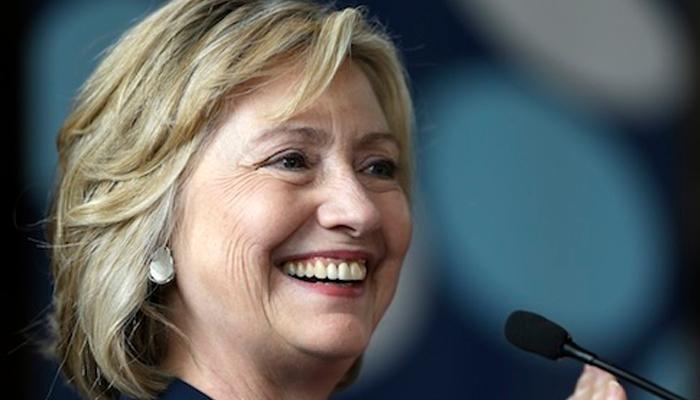 हिलेरी क्लिंटन ने भाषणों और पुस्तकों से कमाए 64 लाख डॉलर