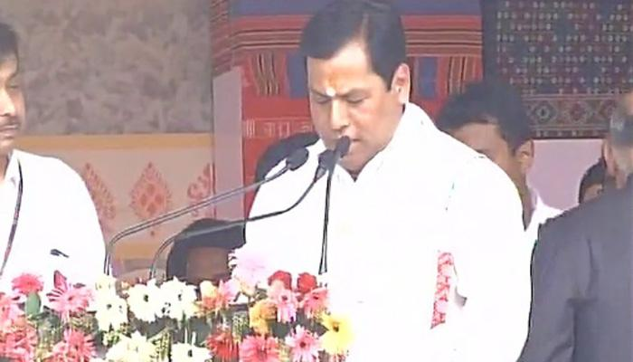 पूर्वोत्तर में पहली बार बनी भाजपा नीत सरकार, असम के 14वें मुख्यमंत्री के रूप में सर्बानंद सोनोवाल ने ली शपथ, समारोह में PM मोदी भी रहे मौजूद