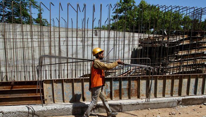 सुधारों को बाधित कर रही है भारत में गड़बड़ राजनीति: अर्थशास्त्री