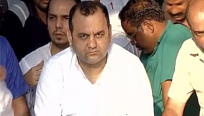 दिल्ली: केजरीवाल के घर के बाहर बीजेपी सांसद महेश गिरि का अनशन जारी, सुब्रमण्यम स्वामी भी पहुंचे