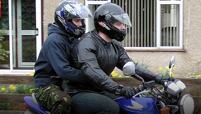 अब यूपी में भी दोपहिया के पीछे बैठने वालों के लिए हेलमेट अनिवार्य