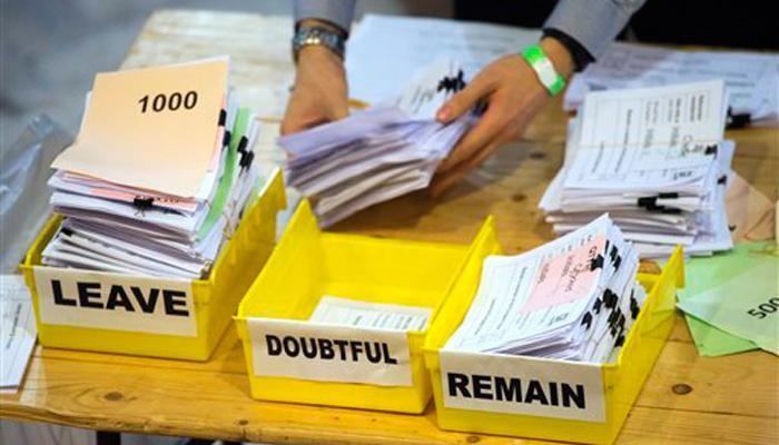 यूरोपीय यूनियन में रहें या हटें? ब्रिटेन में जनमत संग्रह के बाद वोटों की गिनती जारी
