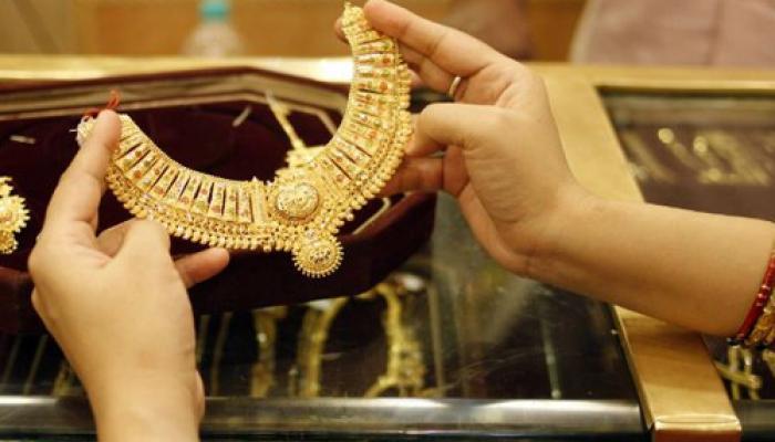 सोना 26 महीने के उच्च स्तर से लुढ़का, अब 30400 रुपये प्रति 10 ग्राम