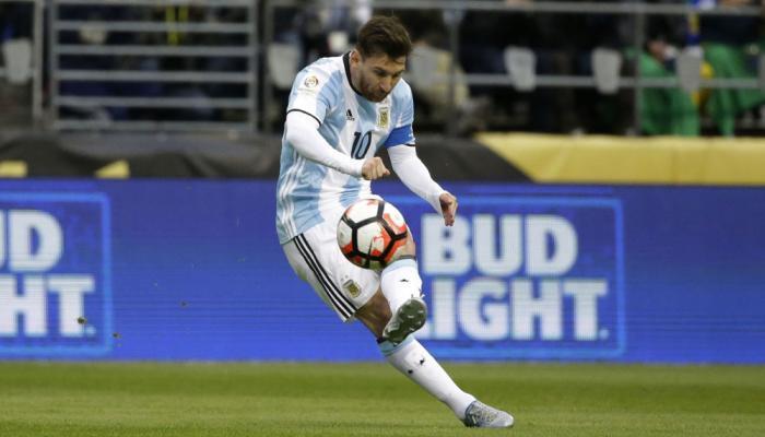 तस्वीरों में- स्टार फुटबॉलर लियोनेल मेस्सी ने अंतरराष्ट्रीय फुटबॉल को कहा अलविदा।