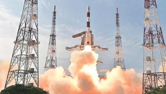 'इसरो ने पूरा किया उपग्रह प्रक्षेपण का शतक, निजी क्षेत्र से जुड़ने को तैयार'