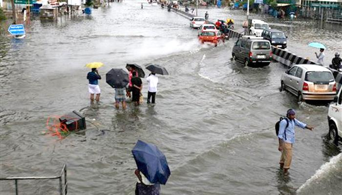 उत्तर प्रदेश के कई इलाके भारी बारिश हुए सराबोर