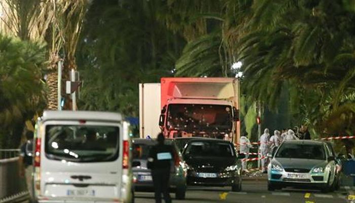 फ्रांस में टेरर अटैक का VIDEO: ट्रक दौड़ता रहा, लोग भागते रहे और सड़कें खून से रंग गई
