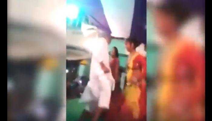 बार गर्ल्स के साथ डांस करते कैमरे में कैद हुए नशे में धुत जेडीयू विधायक- देखें वीडियो