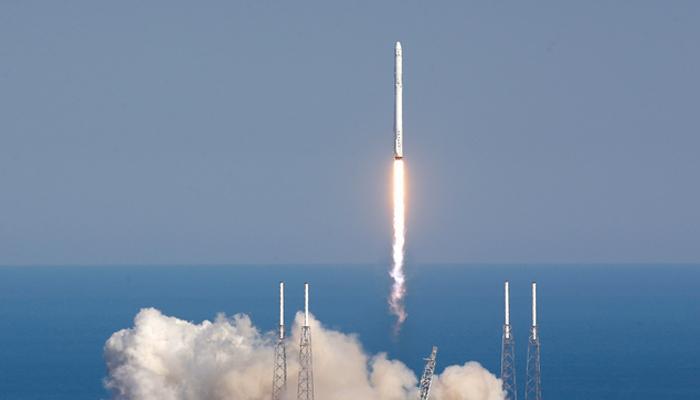 सामान लेकर अंतरिक्ष स्टेशन की ओर रवाना हुआ स्पेस एक्स