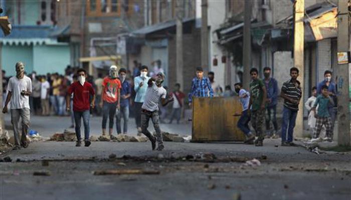 कश्मीर में कर्फ्यू अब भी जारी, मृतकों की संख्या 42 तक पहुंची