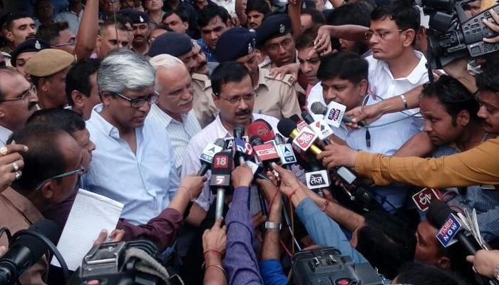 केजरीवाल गुजरात में पीड़ितों से मिले, BJP सरकार को बताया 'दलित विरोधी'