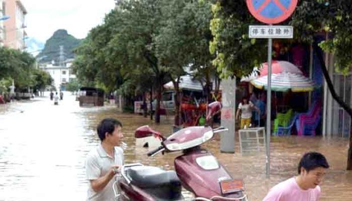 चीन में बारिश का कहर 225 की मौत या लापता, ढाई लाख लोग फंसे