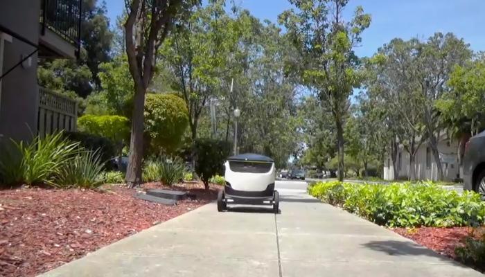 गजब! अब आपके घर तक खाने की डिलीवरी कर सकता है ये रोबोट- देखें Video
