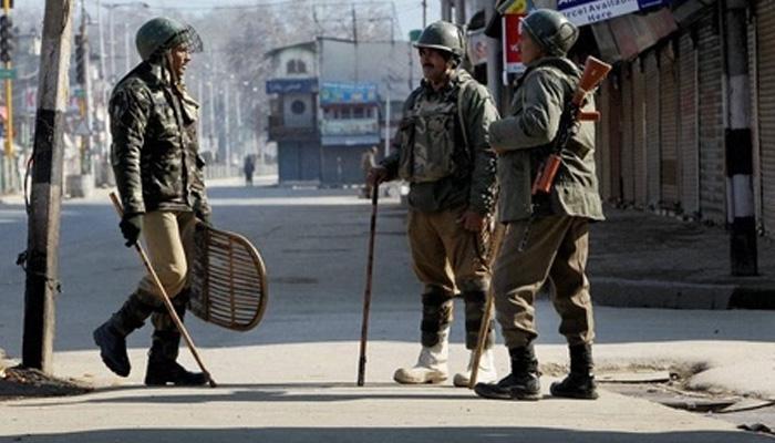 कश्मीर घाटी के कुछ हिस्सों में अभी भी जारी है कर्फ्यू