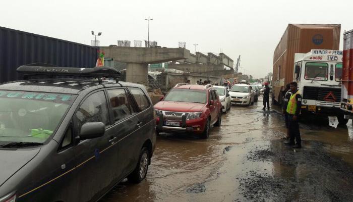 गुड़गांव में ट्रैफिक जाम की स्थिति में सुधार, मुख्य सड़कों पर परिचालन धीमा