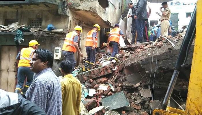 मुंबई के भिवंडी में गिरी 3 मंजिला इमारत; 9 की मौत, 25 के अंदर फंसे होने की आशंका