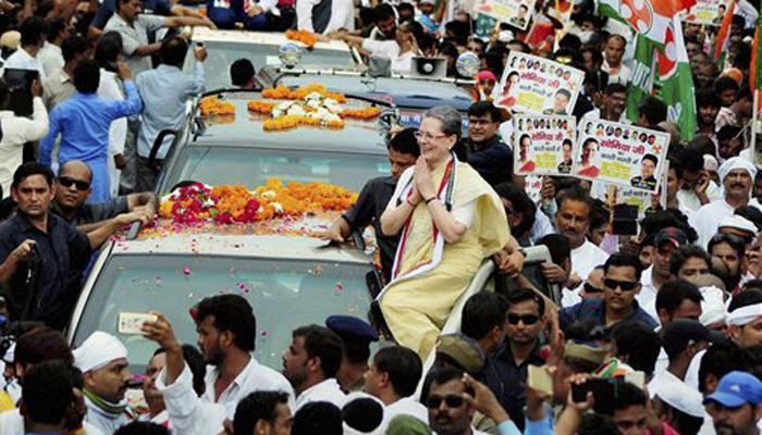 वाराणसी में रोड शो के दौरान सोनिया की बिगड़ी तबीयत; दिल्ली लौटीं, चेक अप के लिए अस्पताल ले जाया गया