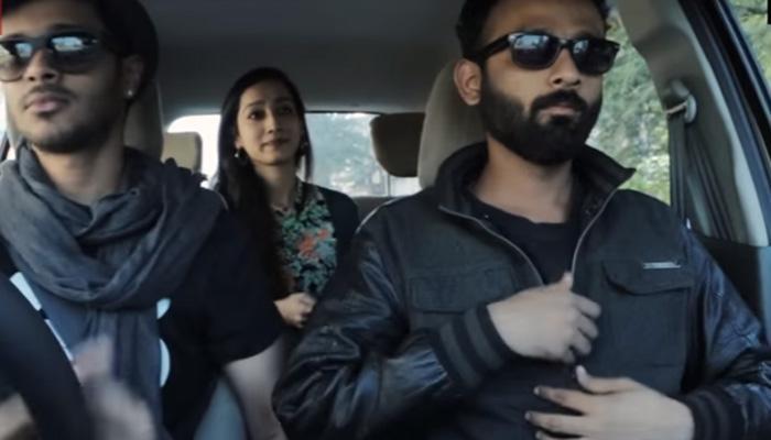 कार में बैठे लड़कों से लड़की ने पहले मांगी लिफ्ट, फिर ऐसा कुछ हुआ कि...- देखें वीडियो