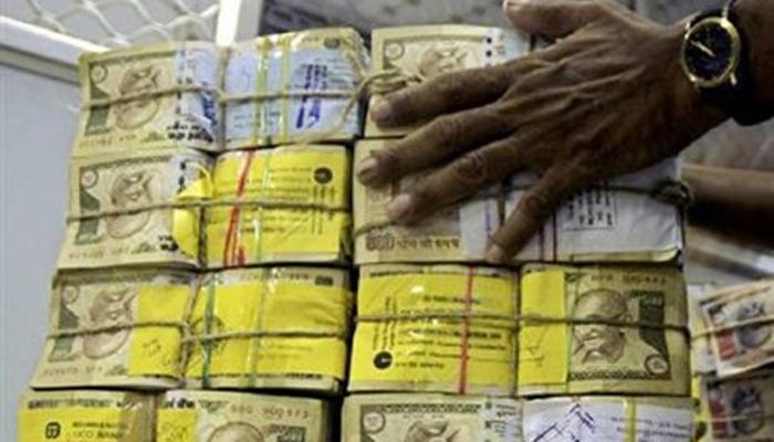 चलती ट्रेन से 340 करोड़ रुपये में से 5 करोड़ उड़ा ले गए चोर