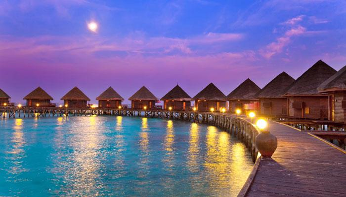 समुद्री तटों का सर्वोत्तम सैरगाह मालदीव: रात के अंधेरे में आश्चर्यजनक रुप से चमचमाते हैं ये बीच, देखें तस्वीरें