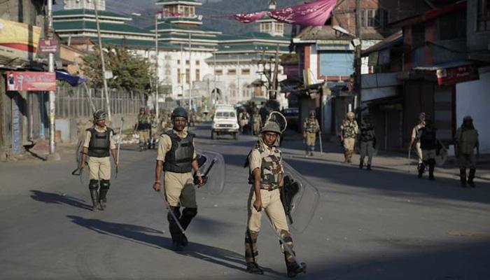 कश्मीर में आतंकवादियों ने पुलिसकर्मी, नागरिक की हत्या की