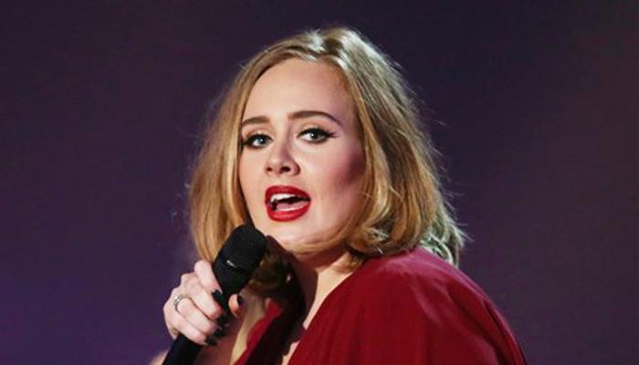 अपनी सुरीली आवाज बचाने के लिए गायिका एडले ने छोड़ा पिज्जा खाना