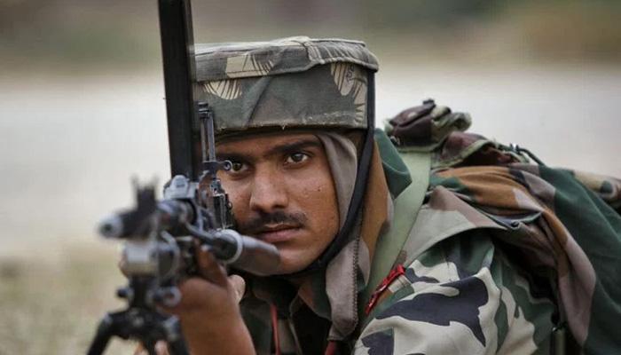 कश्मीर में घुसपैठ की कोशिश नाकाम, CRPF के कमांडर ऑफिसर शहीद, 5 आतंकवादी ढेर