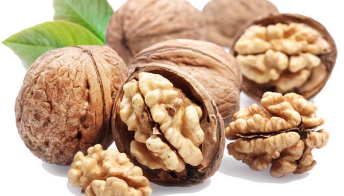 बीमारियों के खतरे को कम करता है अखरोट