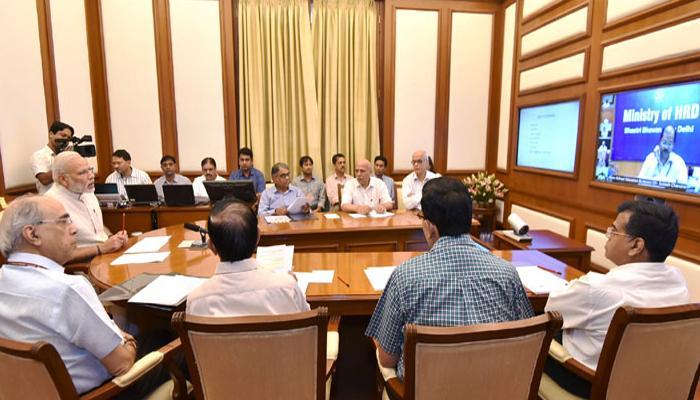 PM मोदी की अफसरों को हिदायत, छात्रों की शिकायतों पर दें ध्यान