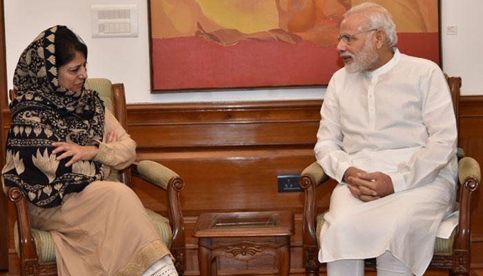 PM से मुलाकात के बाद महबूबा ने कहा-कश्मीर में लोगों को उकसा रहा पाकिस्तान, मोदी ही निकाल सकते हैं समाधान