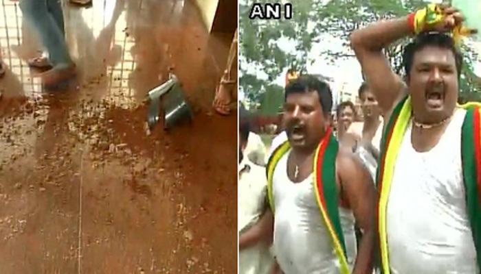 कर्नाटक में कावेरी विवाद पर प्रदर्शन तेज, बेंगलुरू-मैसूरू राजमार्ग रोका गया
