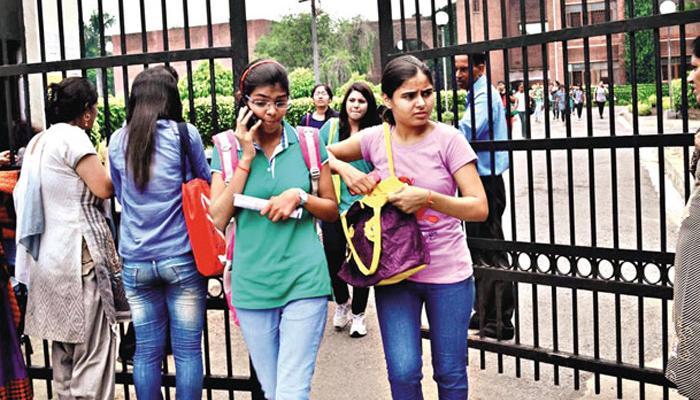 DU और जेएनयू में छात्र संघ चुनावों के लिए वोटिंग जारी
