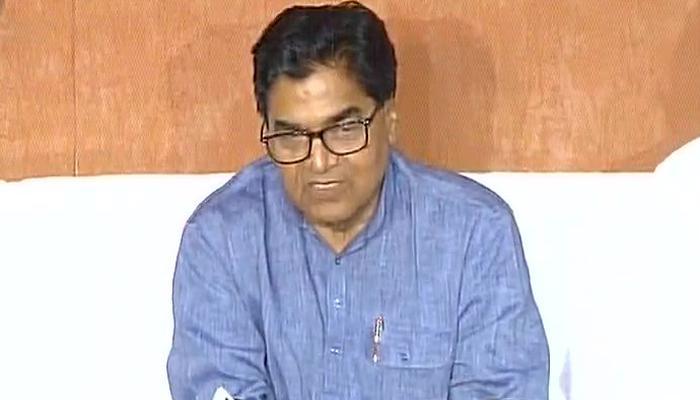 समाजवादी पार्टी में कलह: रामगोपाल यादव बोले- पार्टी में किसी तरह का झगड़ा नहीं; अखिलेश को अध्यक्ष पद से हटाना गलती, मुलायम लेंगे अंतिम फैसला