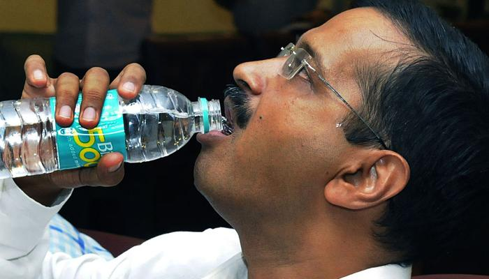 गले की सर्जरी के बाद दिल्ली लौटे CM अरविंद केजरीवाल