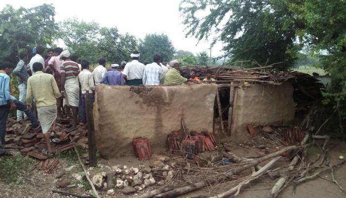 बारिश से गिरा मकान,4 बच्चों समेत 6 लोगों की दबने से मौत