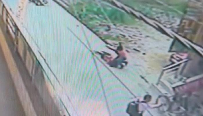 दिल्ली: बुराड़ी में सरेआम चाकू से गोदकर युवती की हत्या