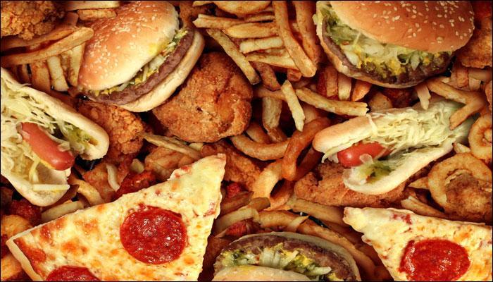 इन 10 खाद्य पदार्थों को खाने से करें परहेज, नहीं तो हो जाएंगे बीमार!