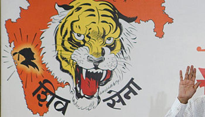 शिवसेना ने साधा मोदी पर निशाना, कहा- अब पाक PM दिखा रहे हैं '56 इंच का सीना'