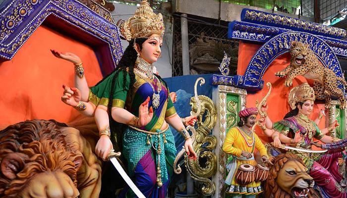 बांग्लादेश में दुर्गा की प्रतिमाओं के साथ तोड़-फोड़